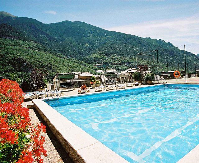 H tel pyr n es andorre la vieille pyrenees hotels andorre for Piscine andorre